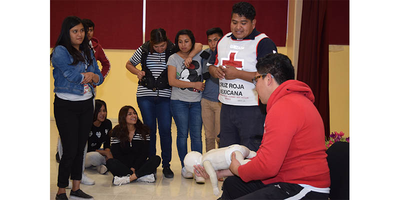 ESTUDIANTES DE UTVM RECIBEN CURSO DE PRIMEROS AUXILIOS